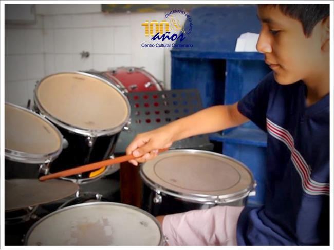 Aprende percusión en el Centro Cultural Centenario de Chimbote