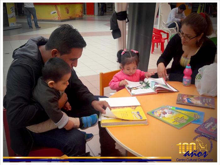 """Taller de lectura para padres de familias en el Centro Cultural Centenario: """"Leer es un placer"""""""
