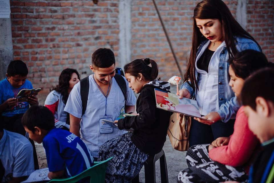 Biblioteca Itinerante y Cine Comunitario en Lomas del Sur