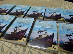 """Libro de crónicas """"De cara al puerto"""" del autor César Quispe"""