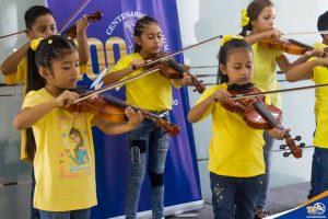 Clausura kínder musical, violín, guitarra, flauta dulce/traversa